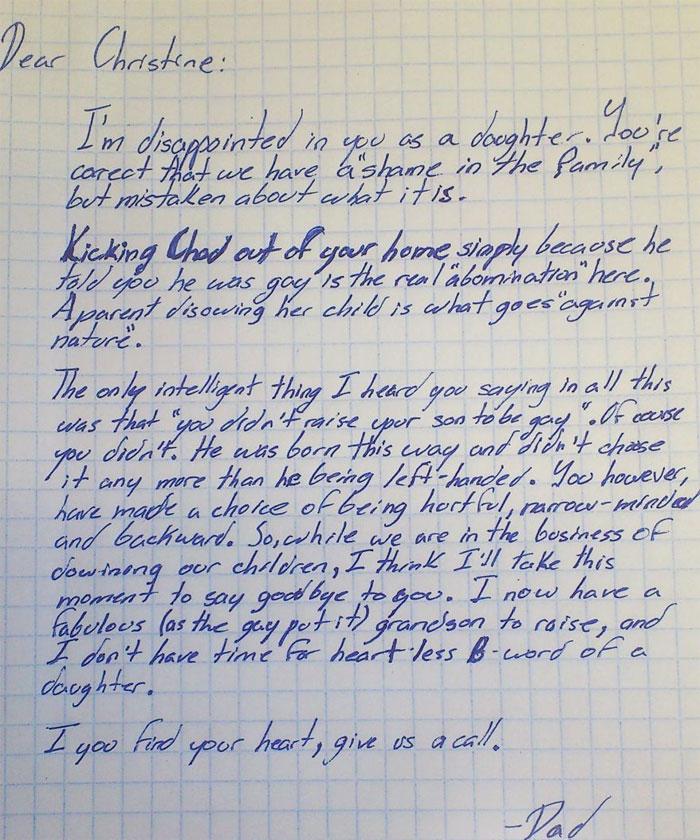 Une mère a jeté son fils gay dehors quand il a fait son coming-out, alors son grand-père l'a reniée dans une puissante lettre