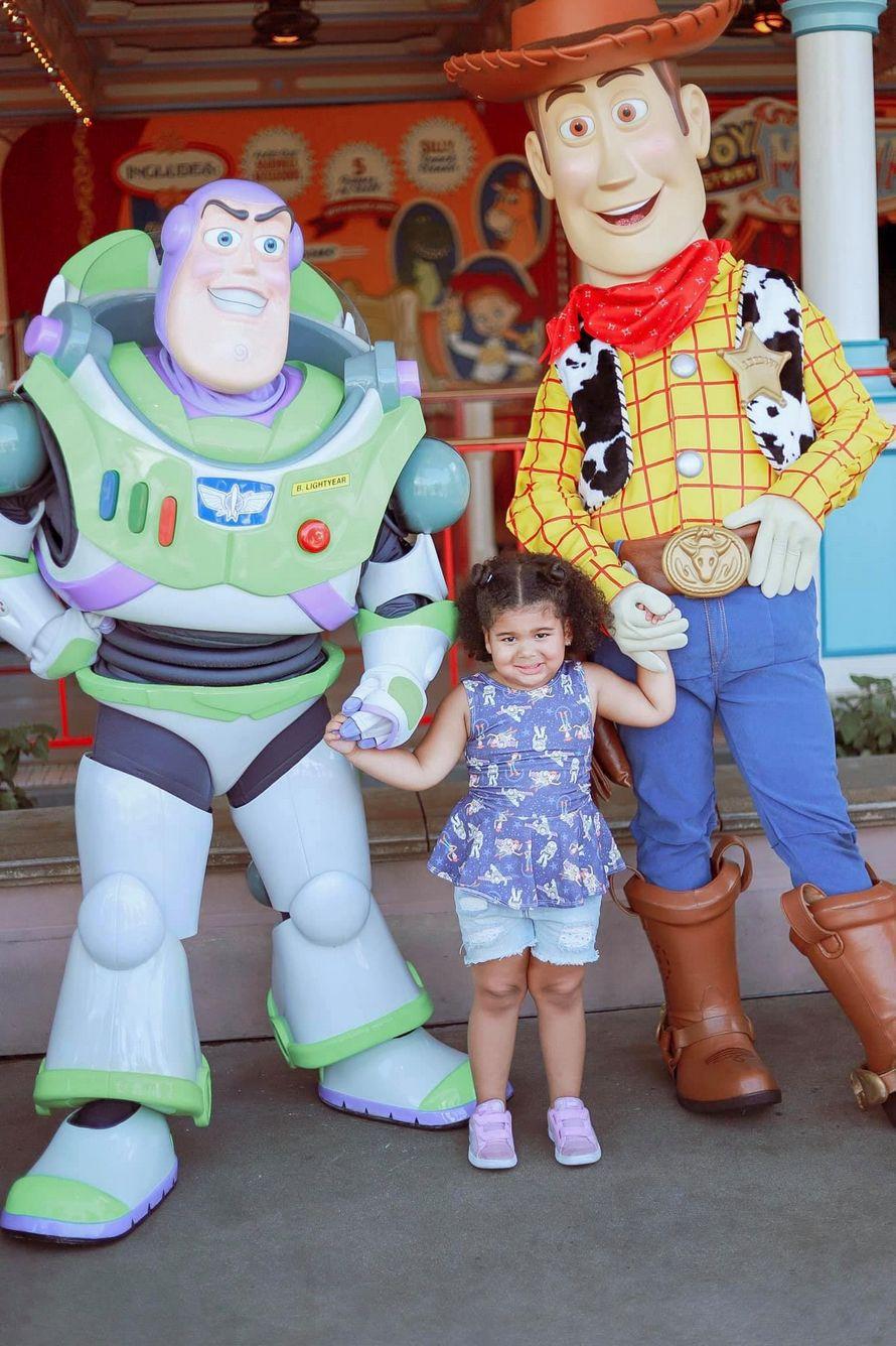 Ce papa était plus excité que sa fille de rencontrer Woody et Buzz à Disneyland