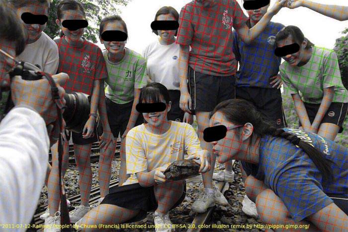 Cette photo en noir et blanc montre comment une illusion d'optique peut tromper notre cerveau et le forcer à la colorer