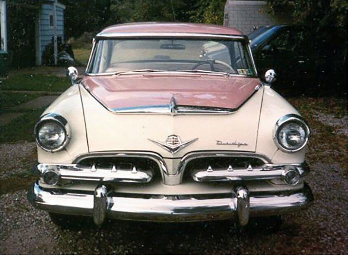 Cette voiture Dodge était fabriquée dans les années 50 et était conçue uniquement pour les femmes