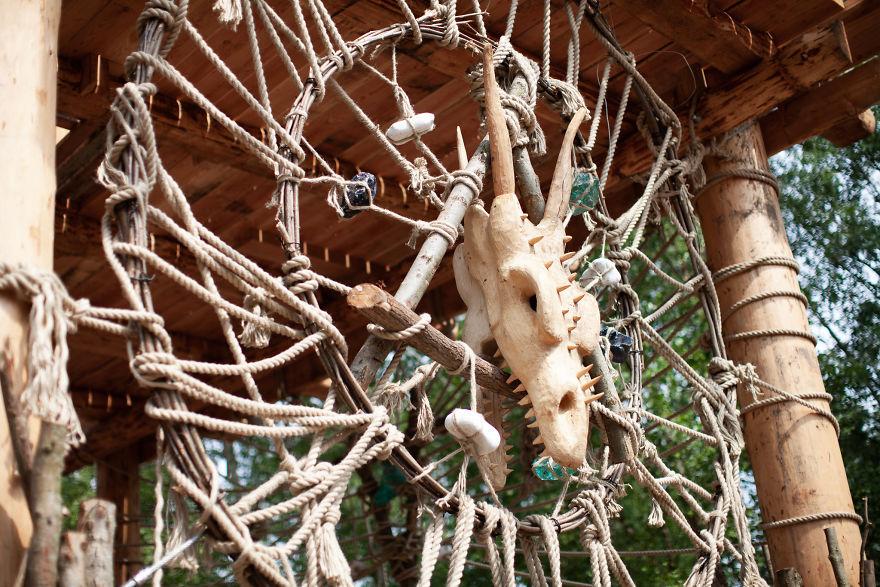 Je cache des géants en bois que je fabrique dans la forêt belge (18 images)