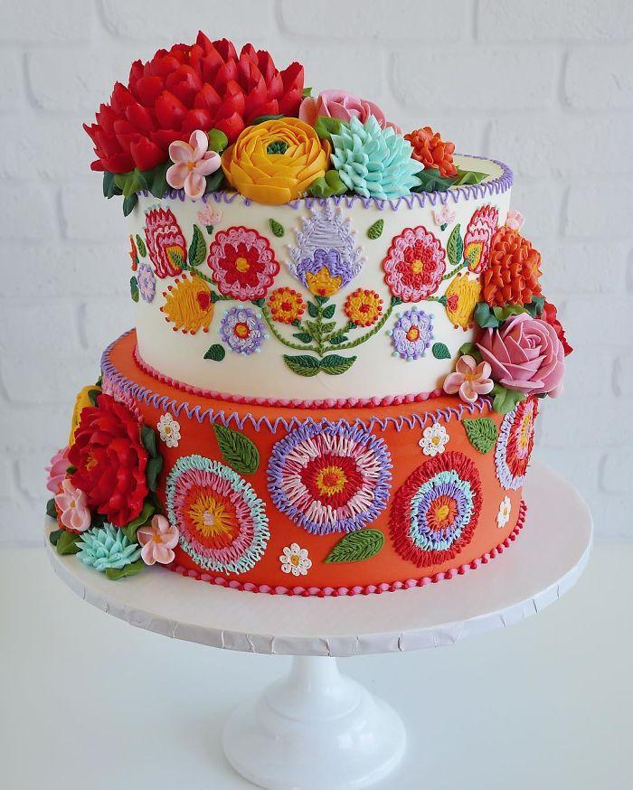 15 gâteaux qui semblent avoir été décorés avec une aiguille et du fil