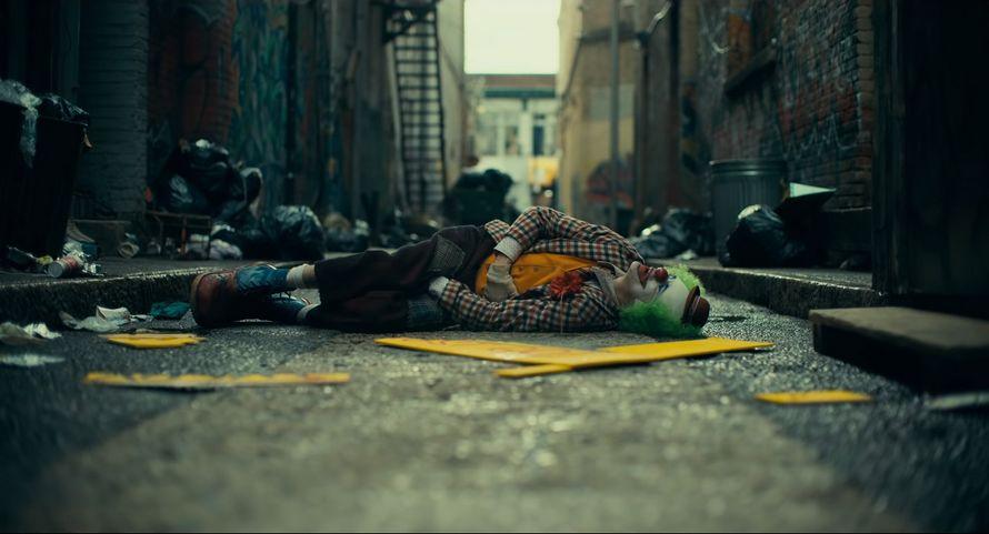 La nouvelle bande-annonce complète du Joker de Joaquin Phoenix vient de sortir ! By Ipnoze.com Nouvelle-bande-annonce-joker-joaquin-phoenix-002