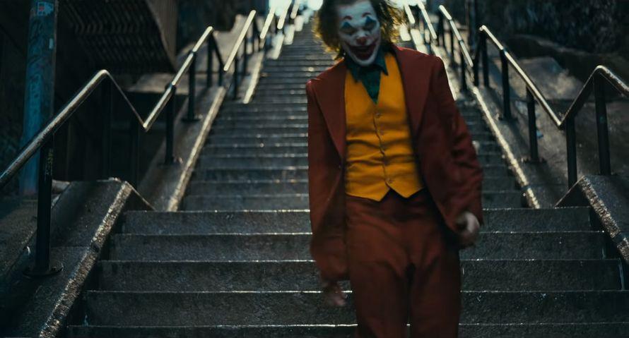 La nouvelle bande-annonce complète du Joker de Joaquin Phoenix vient de sortir ! By Ipnoze.com Nouvelle-bande-annonce-joker-joaquin-phoenix-003
