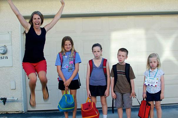 Des mamans et des papas montrent l'horrible moment où leurs enfants retournent à l'école (22 images)