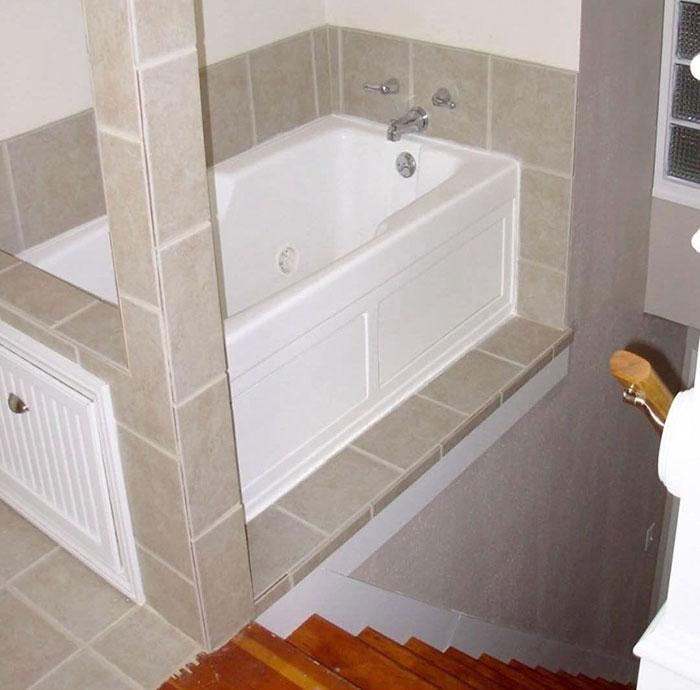 22 pires designs de salles de bain et toilettes de tous - Belle mere dans la salle de bain ...