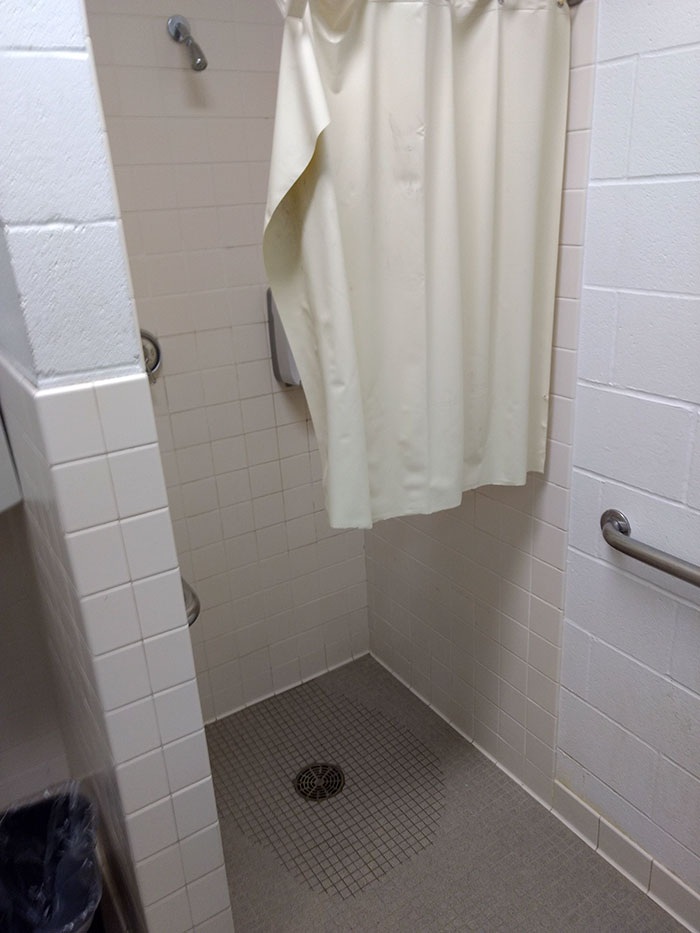 22 pires designs de salles de bain et toilettes de tous les ...