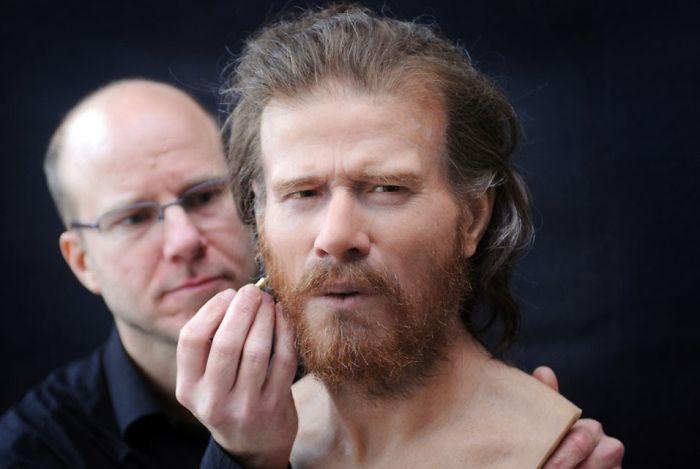 Un archéologue montre ce à quoi ressemblaient les gens qui ont vécu il y a plusieurs milliers d'années