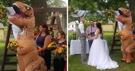 Cette demoiselle d'honneur a massacré le mariage de sa soeur déguisée en T-Rex
