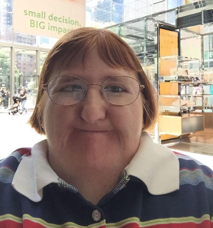 Des trolls ont dit à cette femme qu'elle était «trop laide» pour publier des photos de son visage, alors elle leur a répondu avec 3 selfies