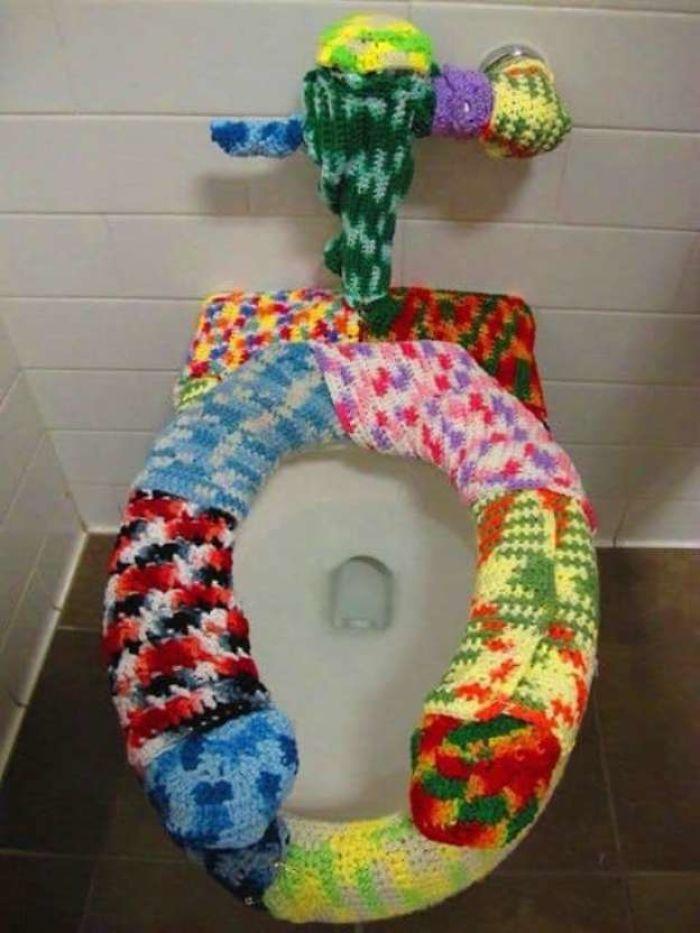 Il existe un groupe Facebook où les gens partagent des «toilettes avec une aura menaçante» et voici les 33 meilleures