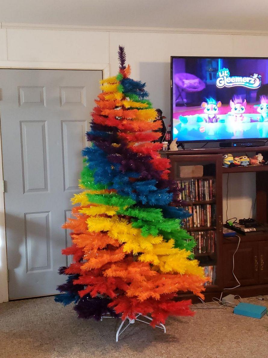 Les arbres arc-en-ciel sont maintenant disponibles pour illuminer votre Noël