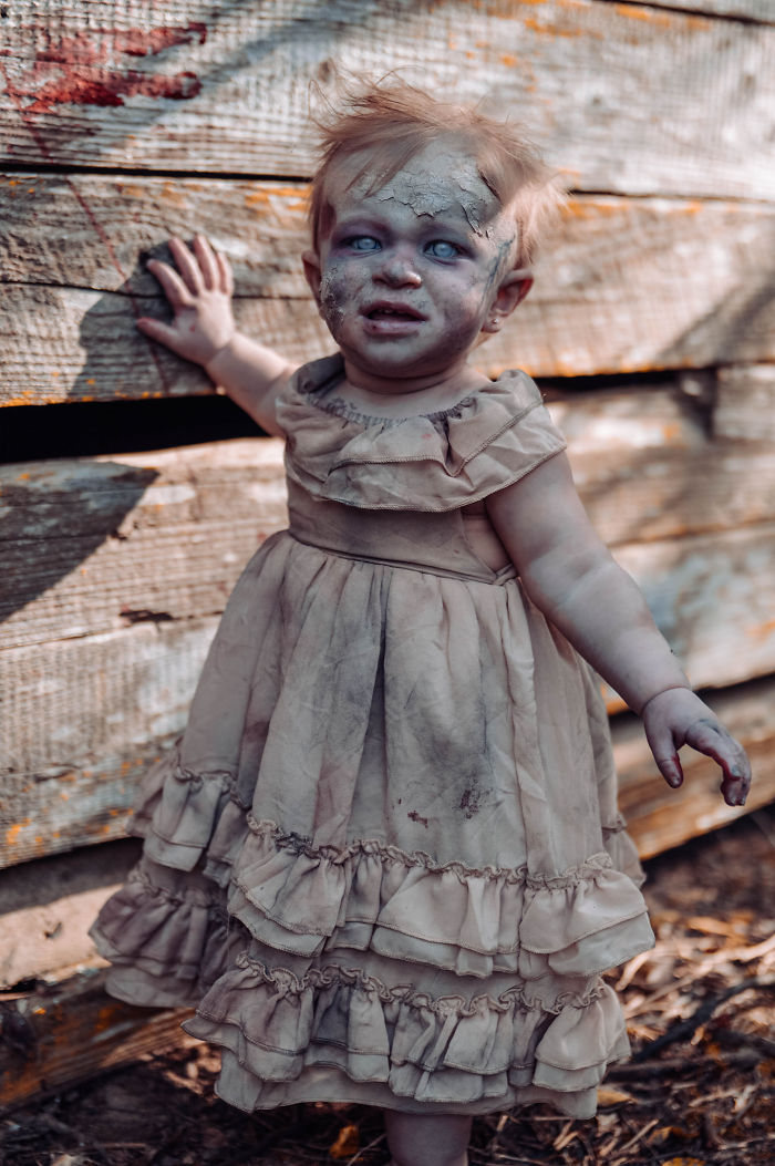 Une maman a transformé son bébé en zombie pour une séance photo d'horreur et la petite a assuré