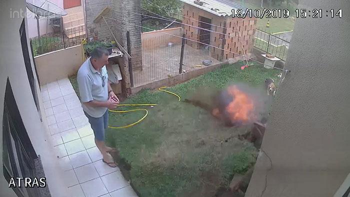 Cet homme a fait exploser sa cour en essayant de se débarrasser des cafards