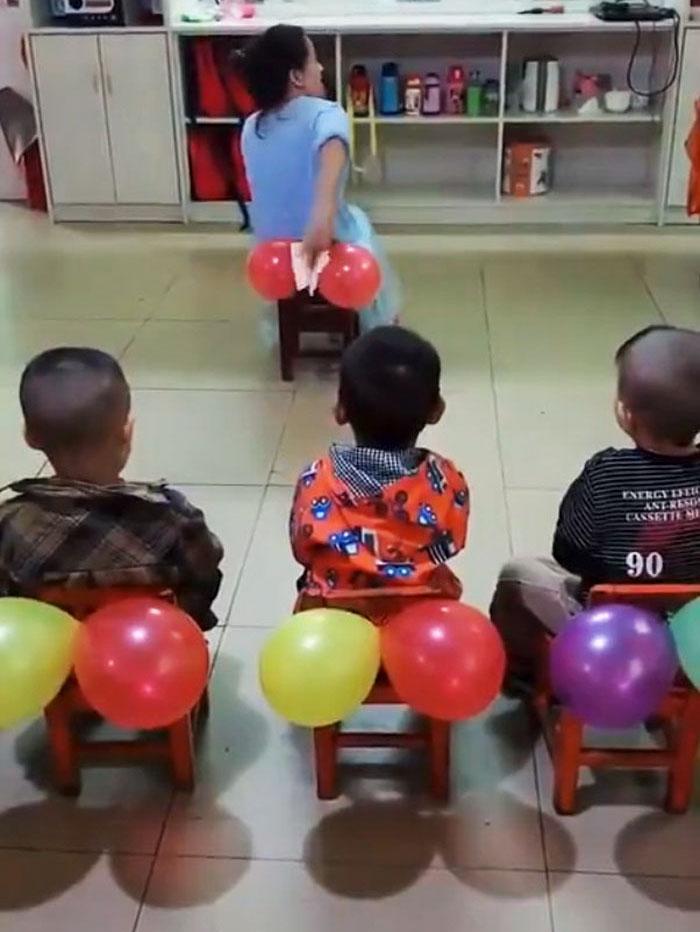 Une enseignante a montré aux enfants comment s'essuyer le derrière et les gens disent que c'est ce que chaque école devrait enseigner