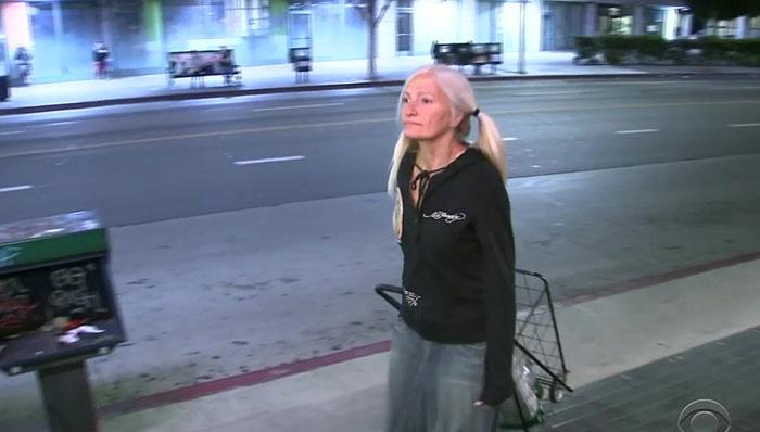 Cette femme sans abri est devenue virale pour ses incroyables talents de chanteuse (elle a perdu sa maison à cause de frais médicaux)
