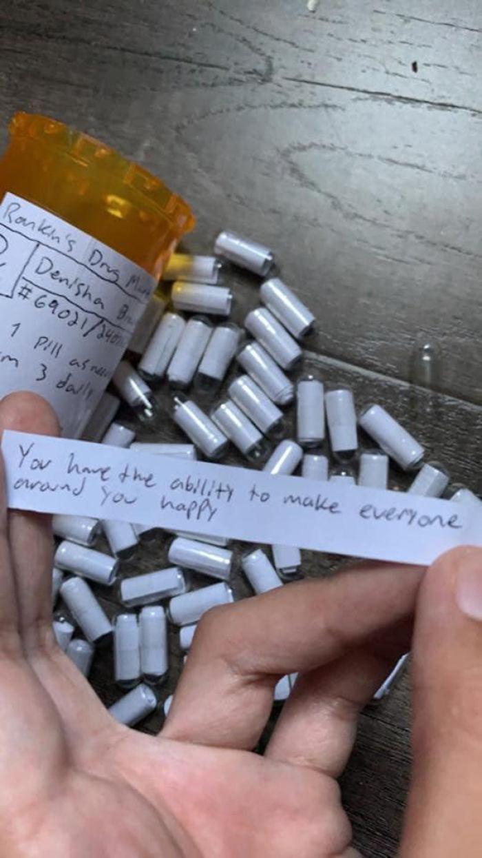 Un petit ami crée des «pilules d'amour» pour aider sa petite amie à faire face à l'anxiété et aux attaques de panique