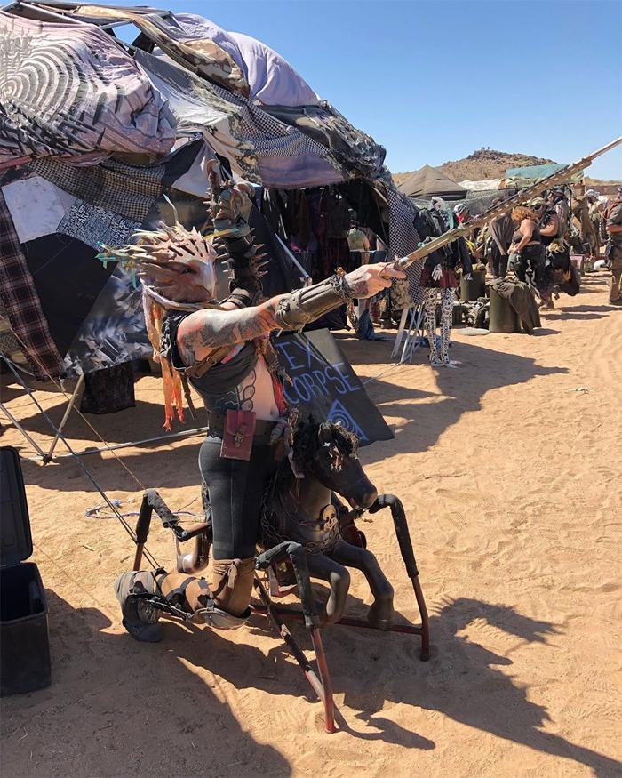 30 images apocalyptiques du «Wasteland Weekend» où les costumes sont obligatoires