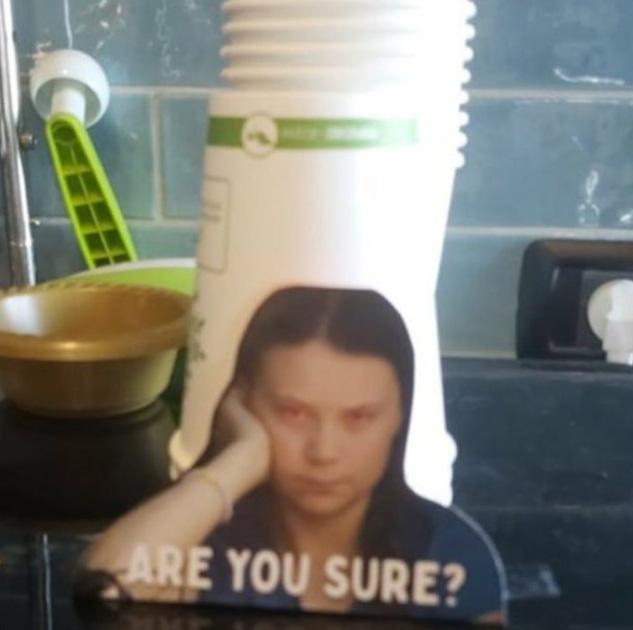 Des employés de bureau sont dissuadés d'utiliser du plastique par ces photos de Greta Thunberg