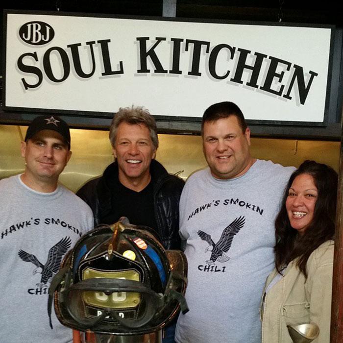 Bon Jovi a ouvert 2 restaurants qui permettent aux personnes dans le besoin de manger gratuitement