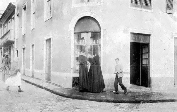 Ces vieilles photos spectaculaires nous donnent un aperçu du type de vêtements portés par les femmes des Açores