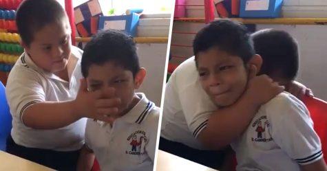 La vidéo d'un garçon trisomique réconfortant un camarade de classe autiste est devenue virale