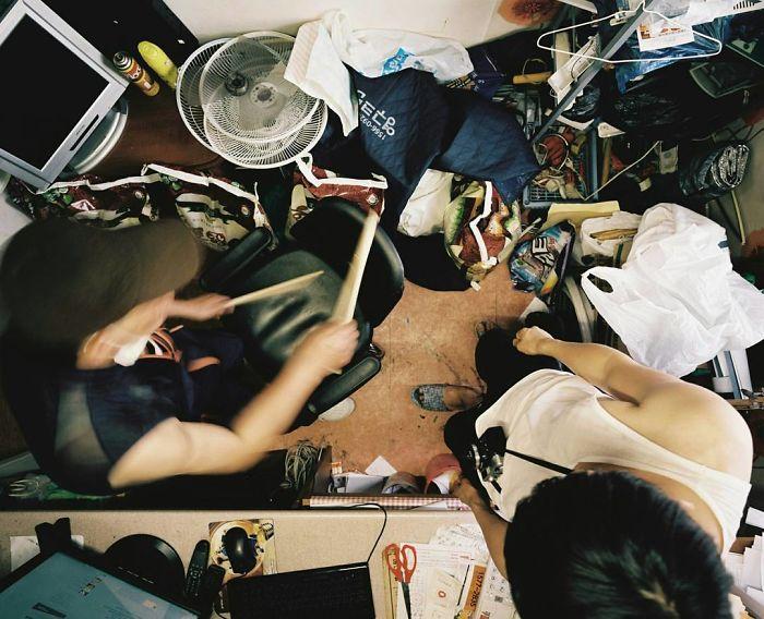 Ce photographe montre comment les pauvres vivent dans des «Goshitel» dans ces 33 clichés percutants