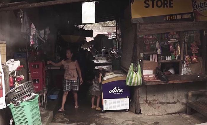 Un fils adoptif a remboursé le pauvre couple qui l'a accueilli lorsqu'il était enfant en leur donnant la vie de leurs rêves