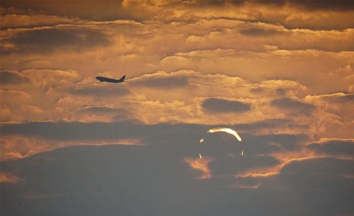 Cette photo d'un lever du soleil «cornes du diable» est devenue virale et est 100% réelle