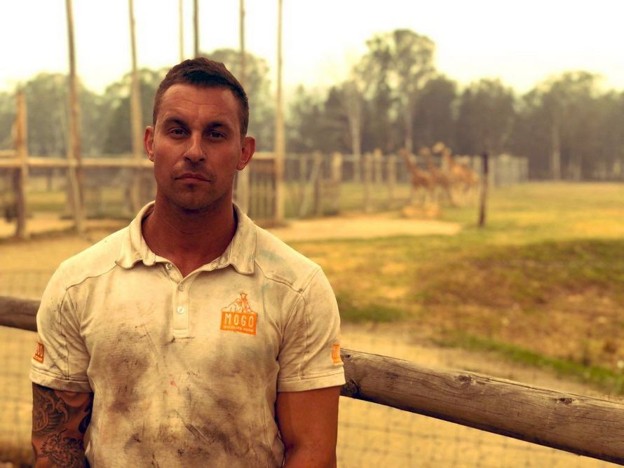 Le personnel d'un zoo est resté sur place pour sauver les animaux d'un feu de forêt et les empêcher de mourir