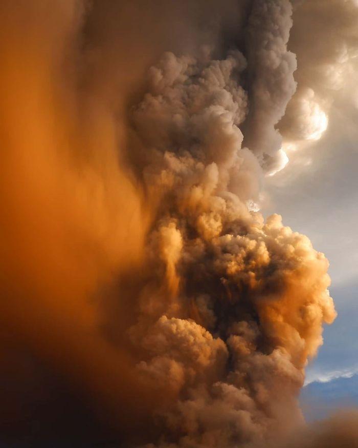 30 photos qui montrent la puissance terrifiante du volcan Taal qui vient d'entrer en éruption aux Philippines