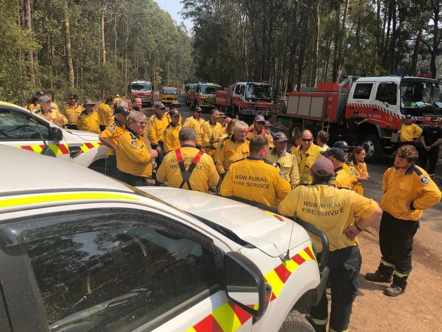 Des pompiers australiens se sont réjouis de l'arrivée d'une équipe canadienne pour lutter contre les feux de forêt