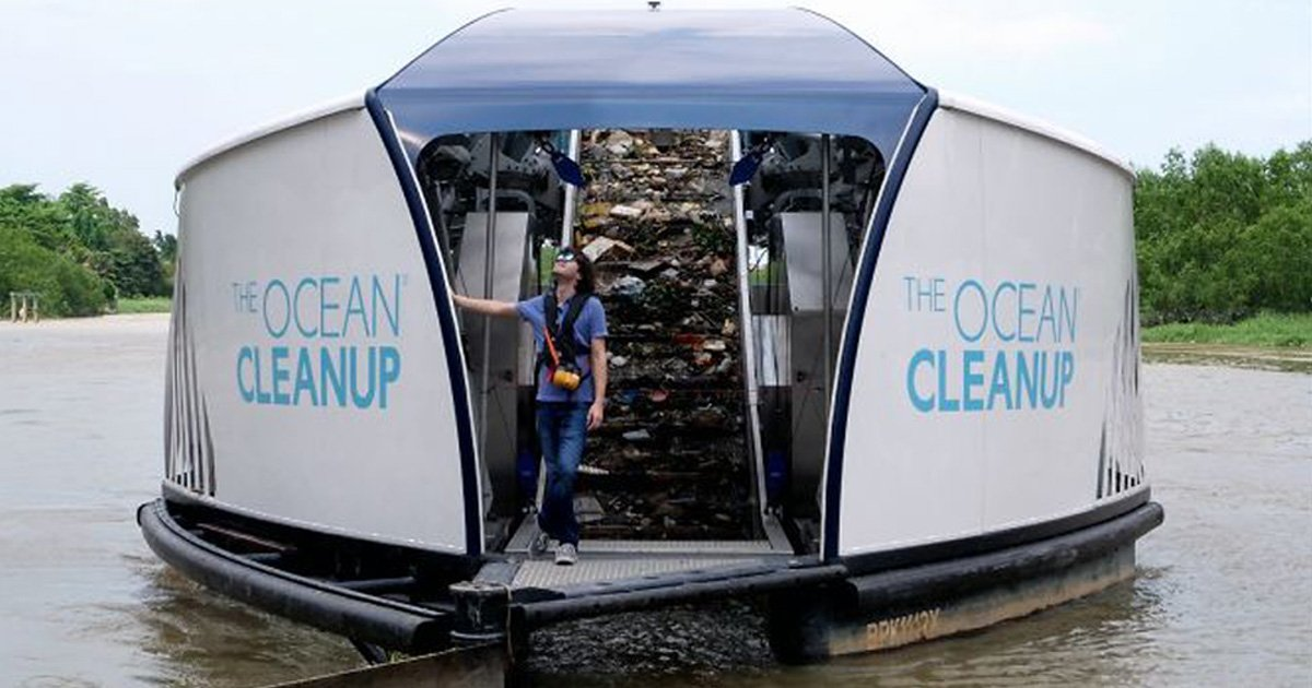 Le «petit génie» qui a dit qu'il aiderait les océans à se nettoyer eux-mêmes vient de créer des barges solaires qui nettoient les rivières