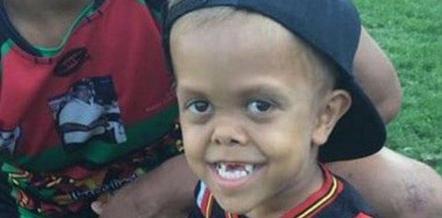 Ce garçon de 9 ans voulait mourir après avoir été harcelé à l'école à cause de son nanisme, alors des célébrités lui ont répondu
