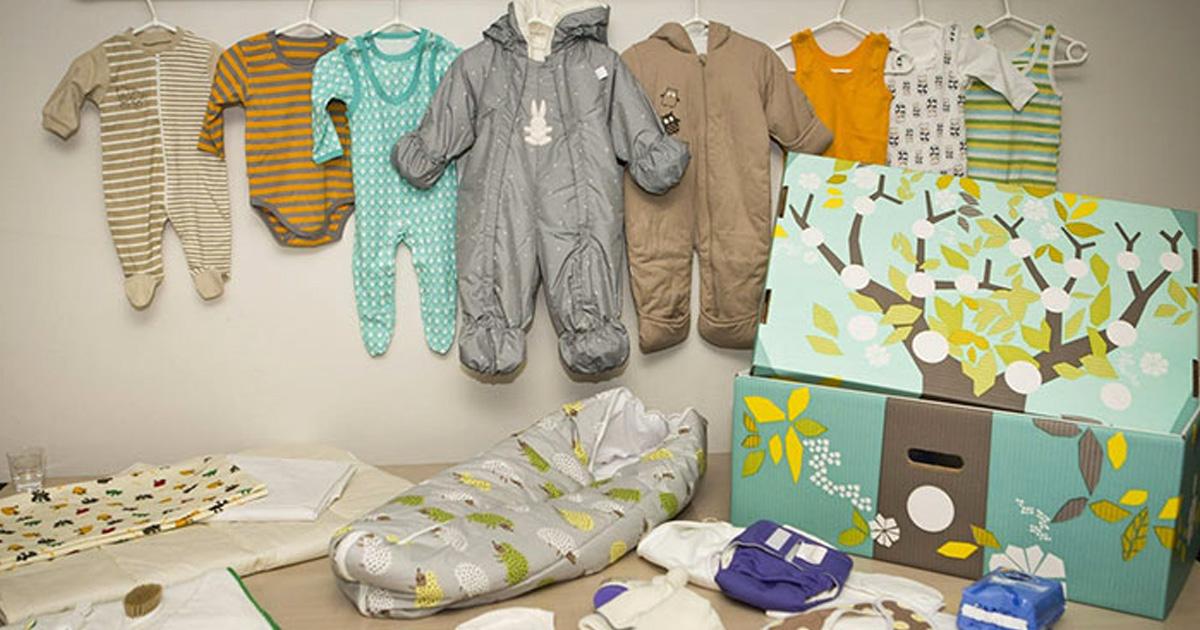 Depuis 82 ans, la Finlande distribue un «kit de maternité» aux nouveaux parents comprenant 63 articles