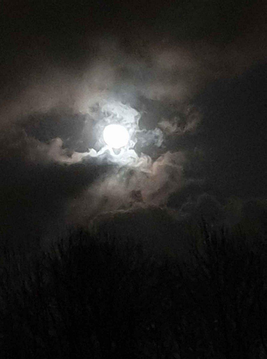 Cette femme a capturé l'oeil de la tempête Ciara dans une série d'images uniques