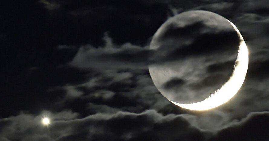 Vénus et la Lune vont «s'embrasser» lors d'un rare spectacle céleste cette semaine