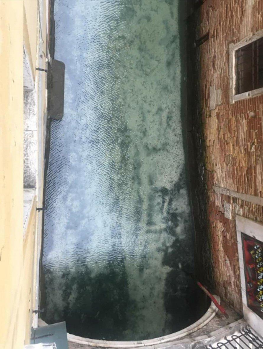 L'eau dans les canaux de Venise est devenue claire après la quarantaine du coronavirus
