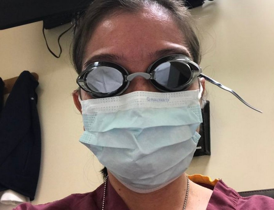 Ces photos déchirantes de médecins surmenés sont devenues virales, prouvant qu'ils ont des limites humaines eux aussi