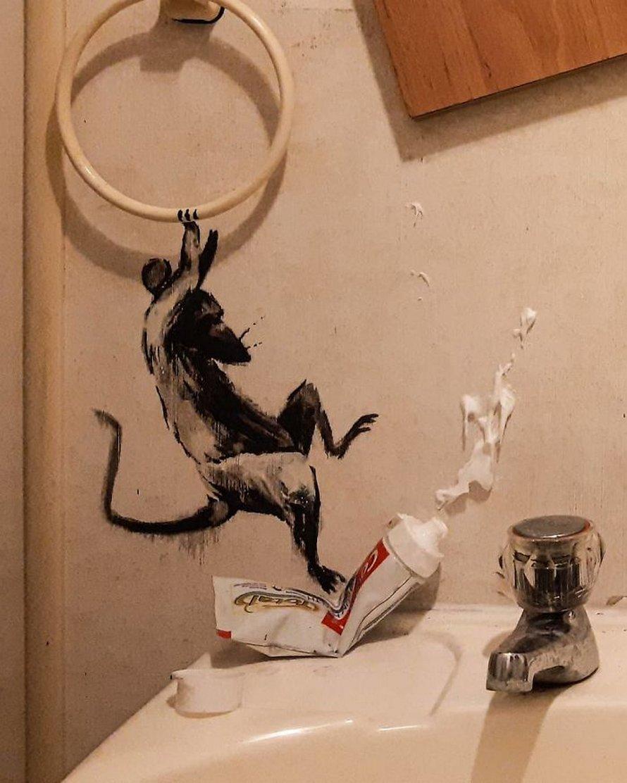 «Ma femme déteste quand je travaille à la maison» : Banksy révèle ses nouvelles oeuvres sur Instagram