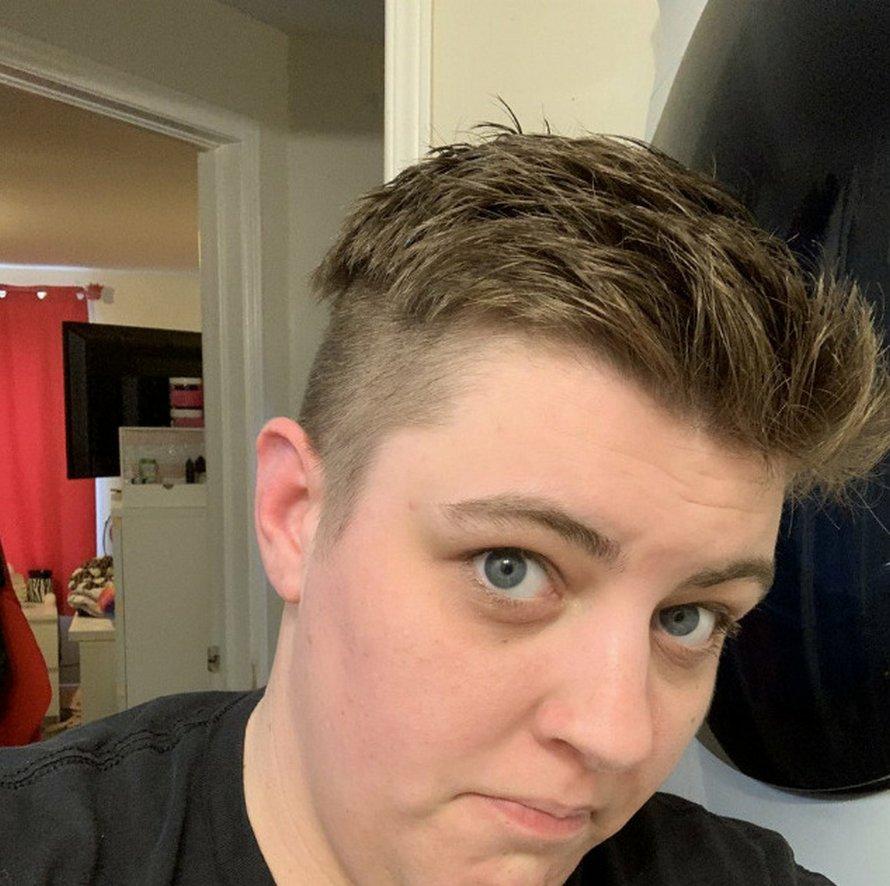 Des gens se coupent les cheveux pendant le confinement et voici les 22 coiffures les plus regrettables