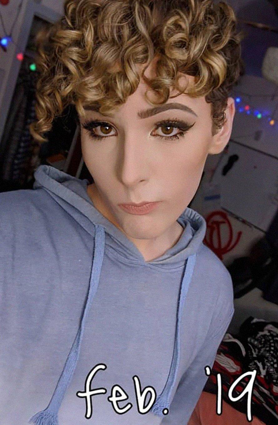 Une fille transgenre a enregistré sa transformation d'homme à femme pendant plus de 2 ans et est enfin heureuse