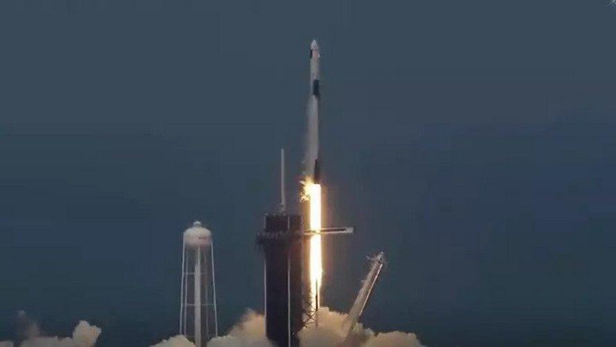 La fusée de SpaceX et la NASA transportant des astronautes a été lancée avec succès
