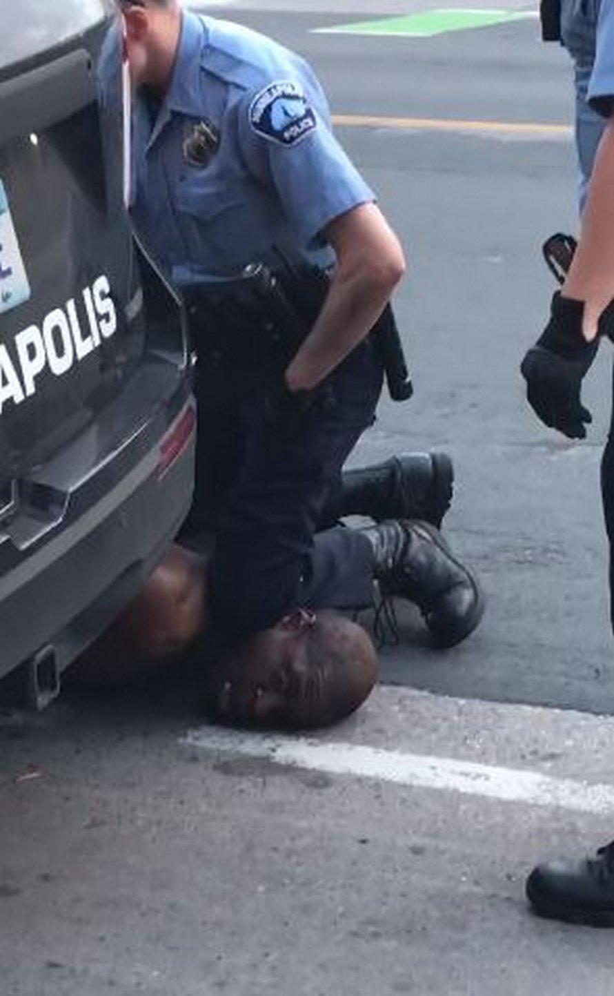 Le policier qui s'est agenouillé sur le cou de George Floyd a été arrêté