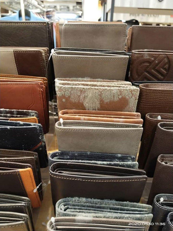 Une entreprise rouvre ses portes après 53 jours de fermeture en raison du confinement et découvre que tous ses produits en cuir ont moisi