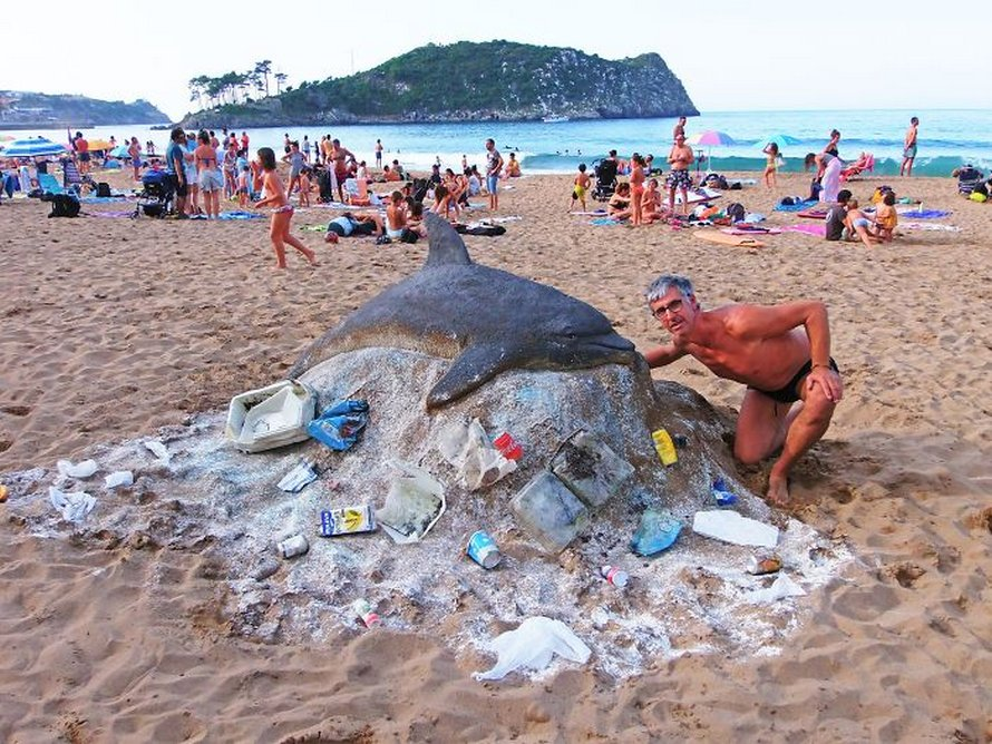 Ces sculptures de sable par cet artiste sont si détaillées que tu pourrais facilement les confondre avec des animaux vivants si tu les voyais de loin