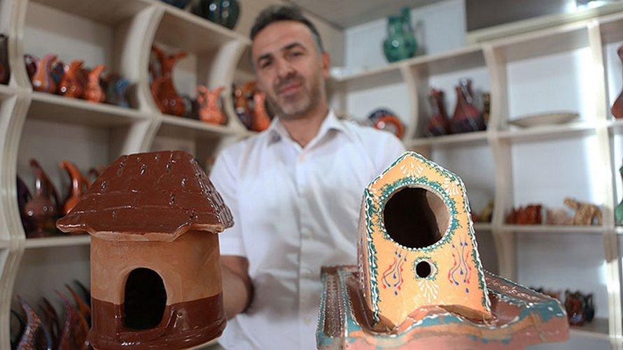 Ces tuiles à usages multiples fournissent également une maison aux oiseaux