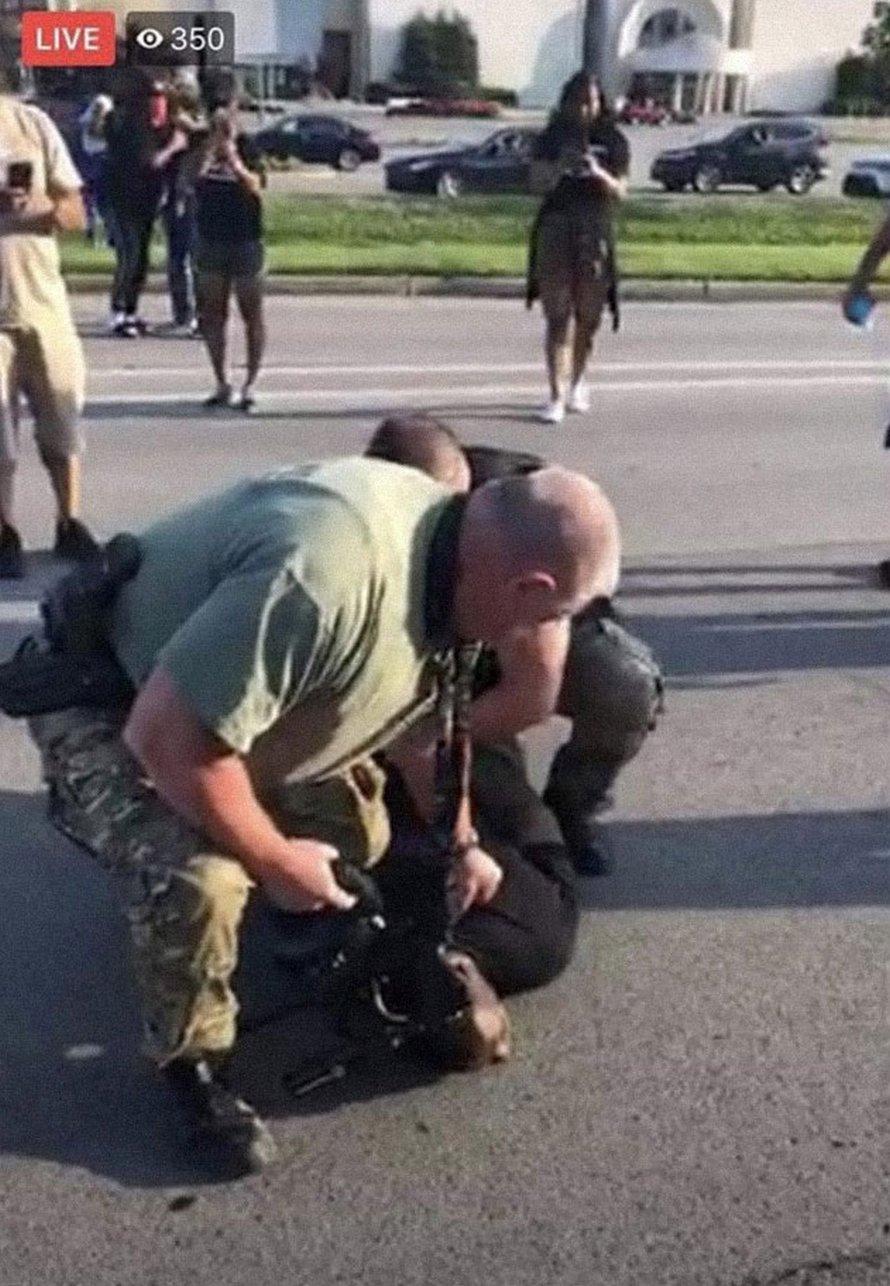 Le FBI demande aux gens d'envoyer des preuves de violence lors des manifestations et ils reçoivent des vidéos et des photos de violence policière