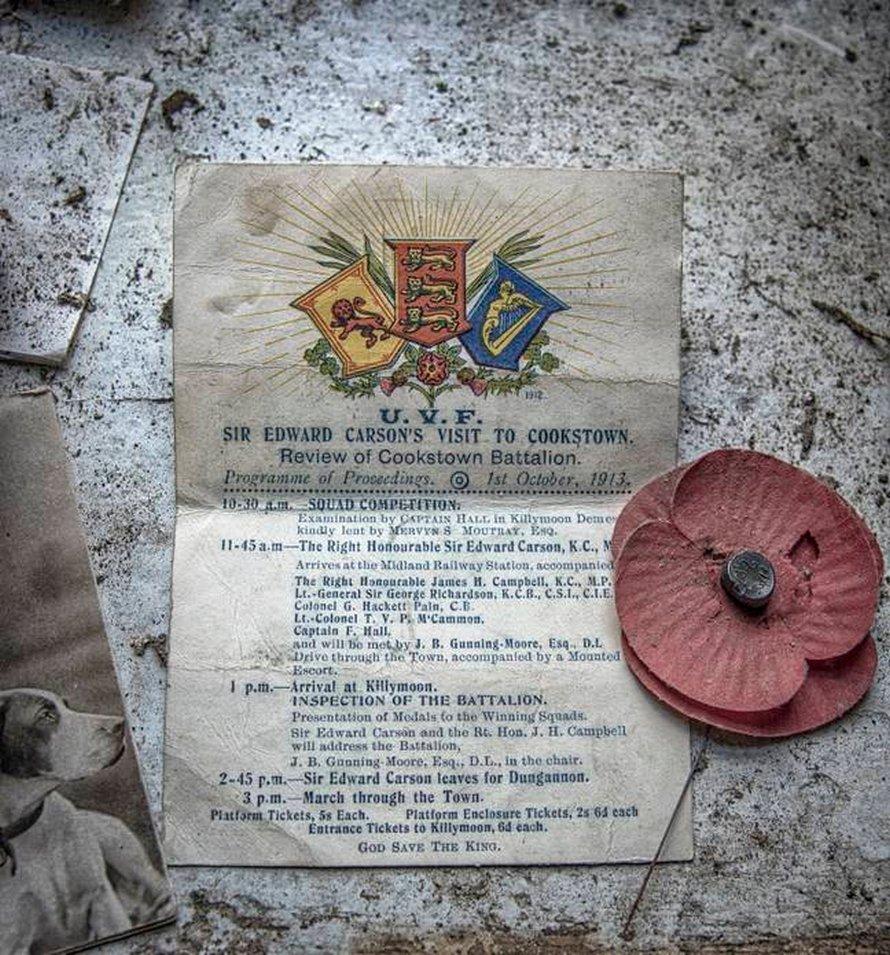Un chalet figé dans le temps a été abandonné avec un journal du naufrage du Titanic laissé sur la table