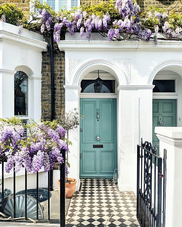 Ces charmantes portes d'entrée semblent tout droit sorties d'un conte de fées